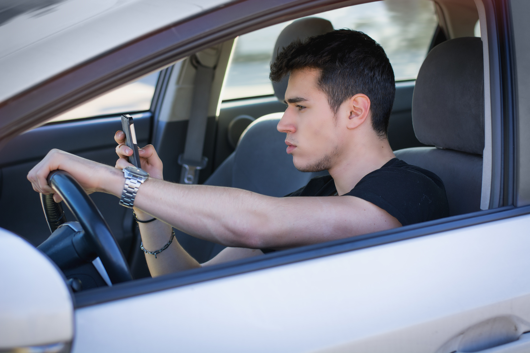 Why Distracted Driving Is Dangerous Miracle Body and Paint San Antonio Texas